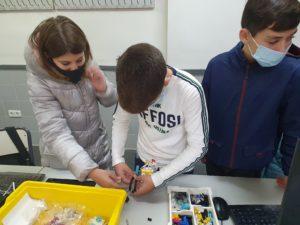 CLASSES MÉS DIVERTIDES A TRAVÉS D'ACTIVITATS DE CONSTRUCCIÓ I PROGRAMACIÓ LEGO EN 2N ESO 2